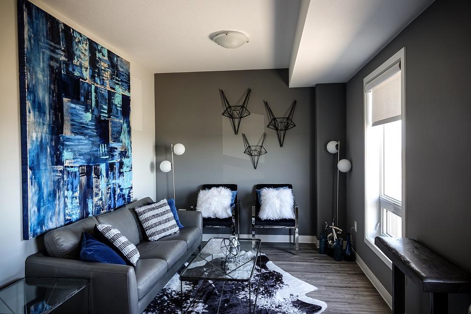 Personnalisez votre salon en décorant les murs